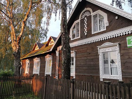 Общий вид гостиницы Соседи Пушкина. Гостинца Пушкинские горы