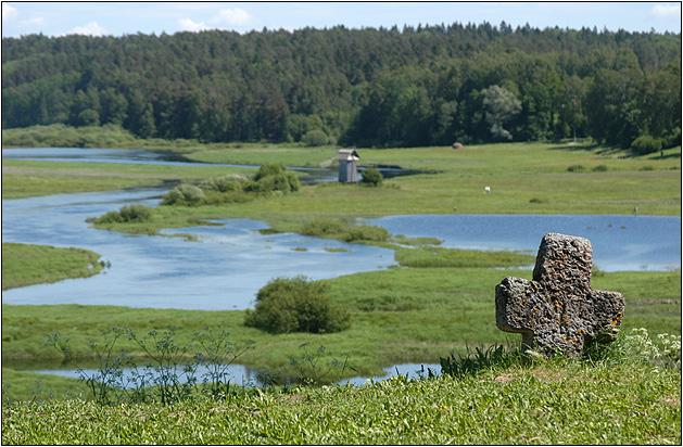 Вид с Савкиной Горки на реку Сороть и мельницу